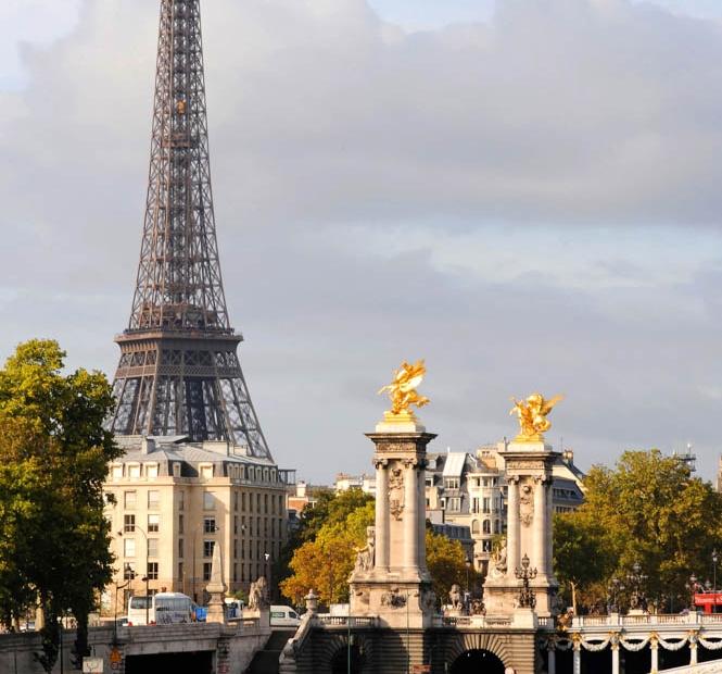 Tour Eiffel, pont Alexandre III (c) Paris Tourist Office - Jocelyne Genri.