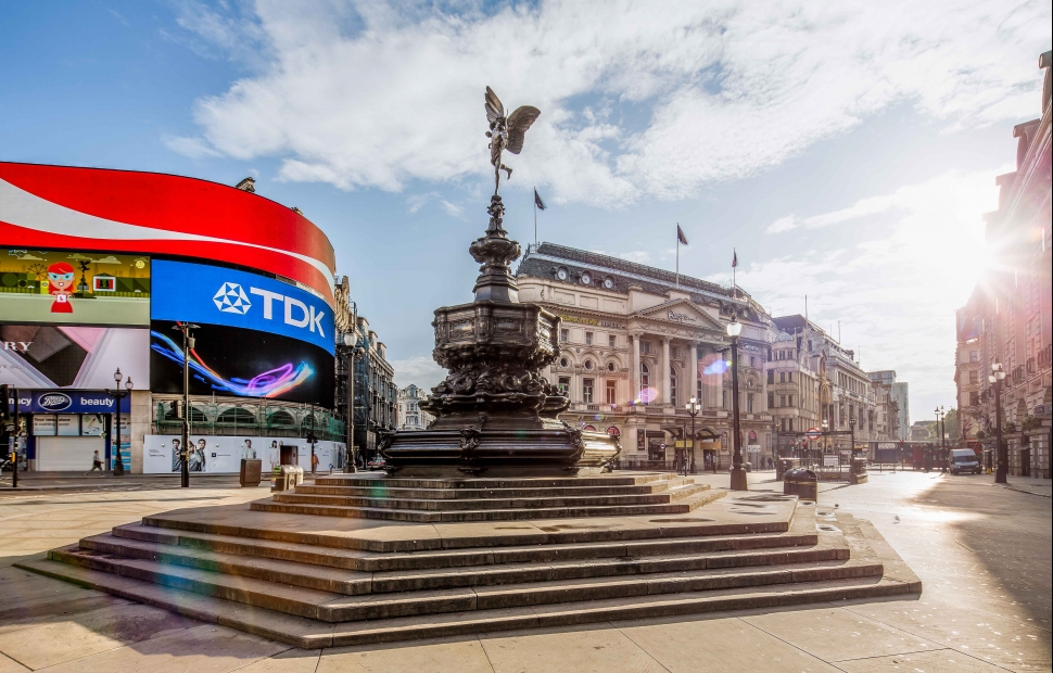 Picadilly Circus (c) Julian Love - London and Partners