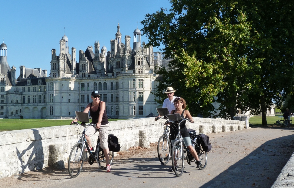(c) Loire Valley travel