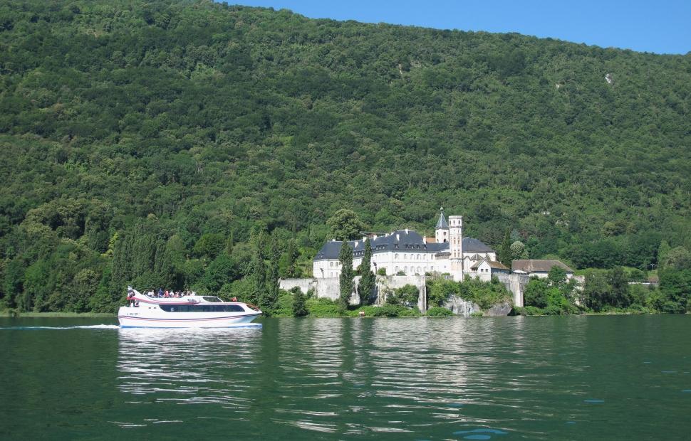 Lac du Bourget, abbaye de Hautecombe (c) francois-fouger_OT Aix-les-Bains
