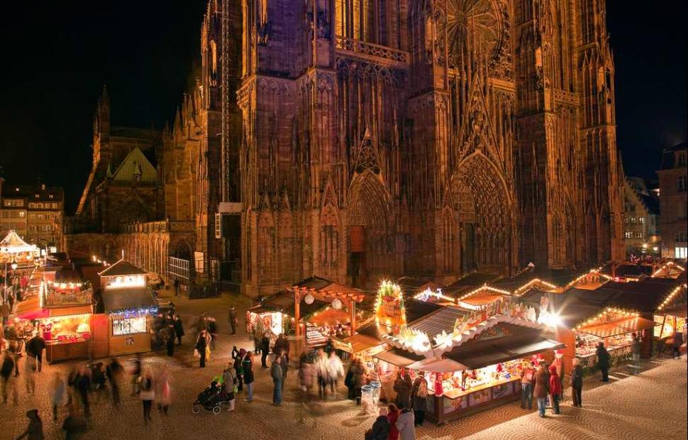 Strabourg_Marche_de_Noel_place_de_la_Cathedrale (c) Christophe_Hamm�Phototheque alsace-Ch.Hamm