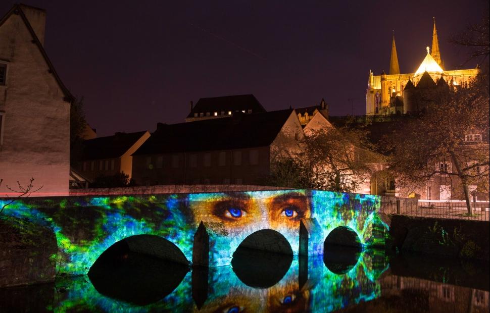 Chartres en Lumi�res (c) sc�nographie Enluminures - photo M GuillonMaxime Guillon