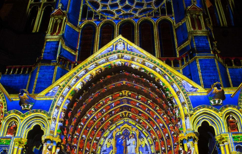 Chartres en Lumi�res (c) Sc�nographie Spectaculaires les Allumeurs d'Images - photo M GuillonMaxime Guillon