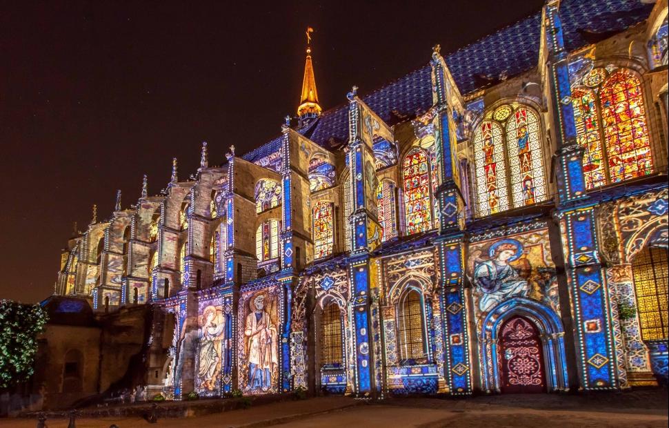 Eglise Saint-Pierre light - Copyright �a va �tre beau- Photo Cit� Patrimoine - Office de Tourisme de Chartres M�tropole