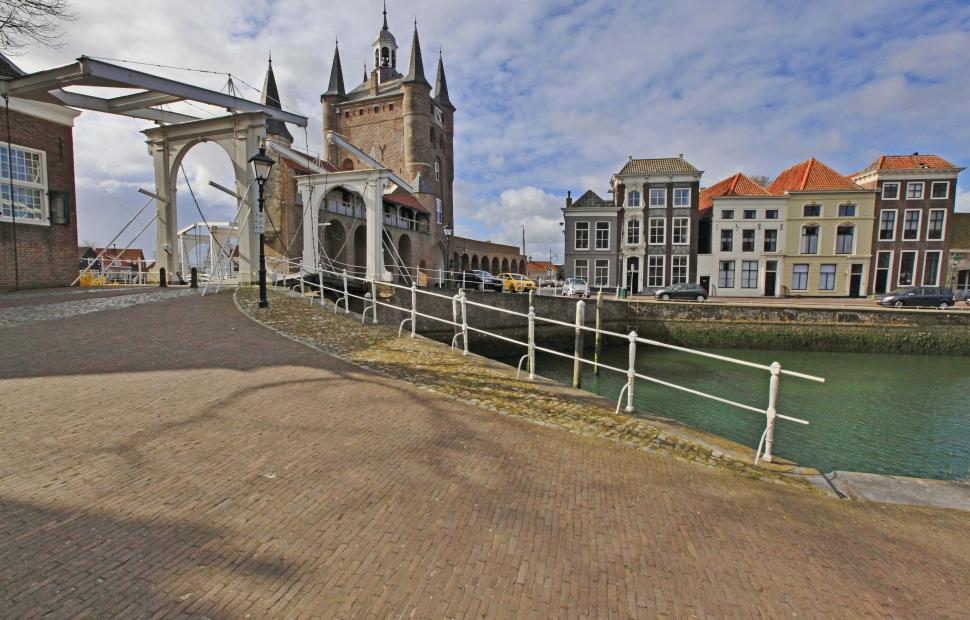 R. Zierikzee (c) Zeeland, Zierikzee, houses, bridge