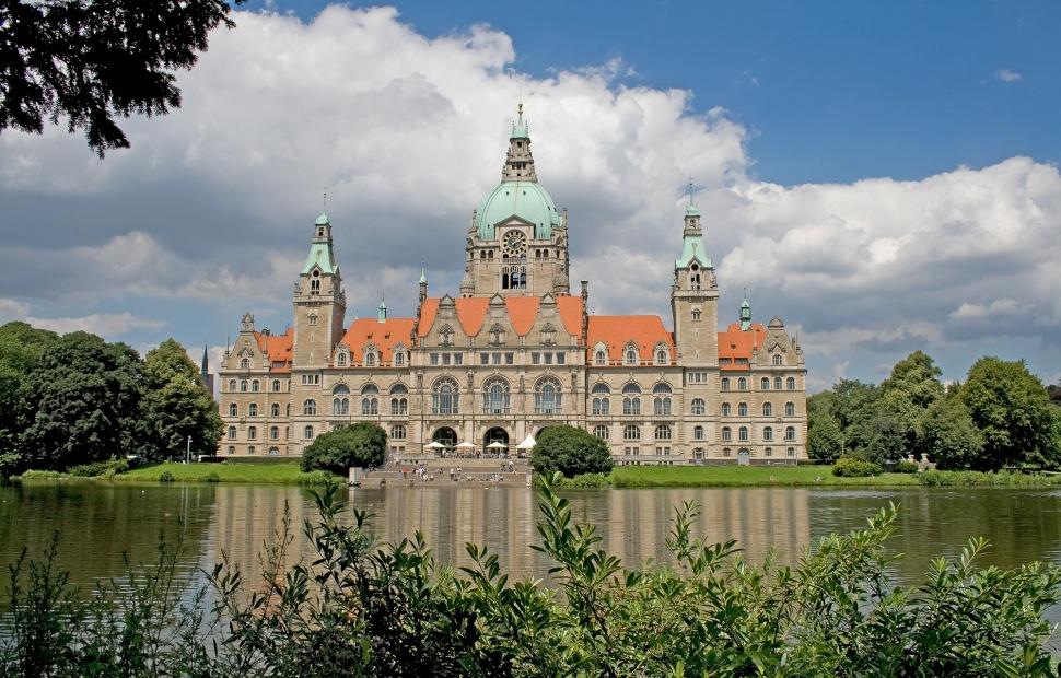 Rathaus_Maschteich_c_HMTG_klein