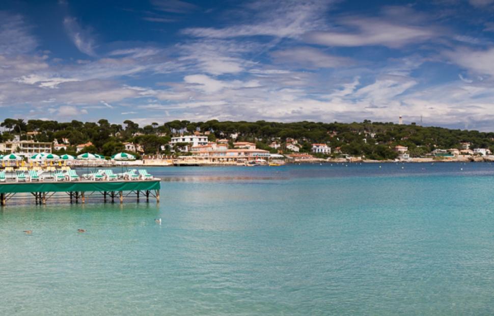 Juan-les-Pins, plage de la Garoupe (c) Adobe stock