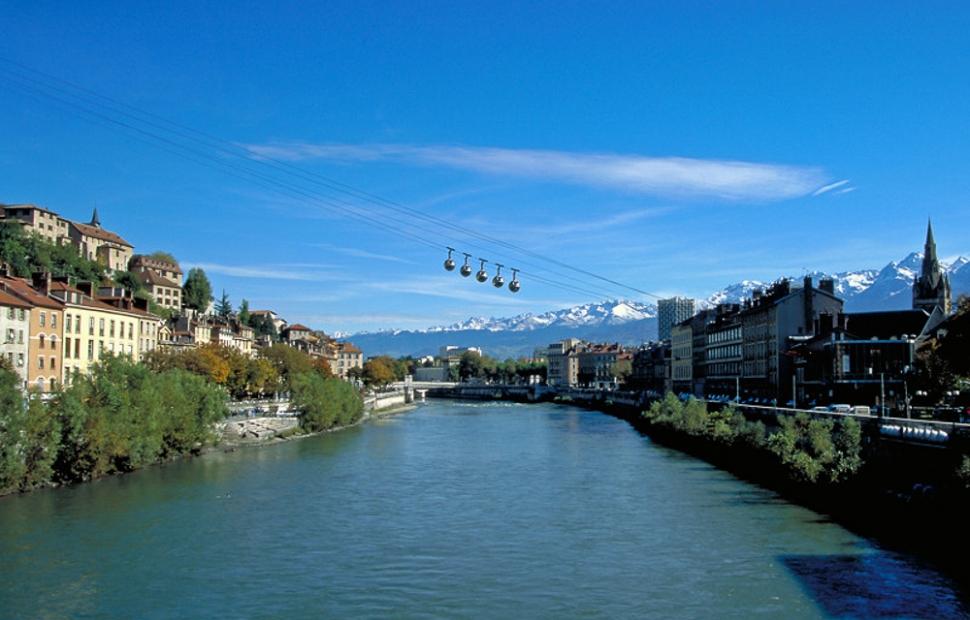 Grenoble L'Isère et le téléphérique de La Bastille� S. Maviel