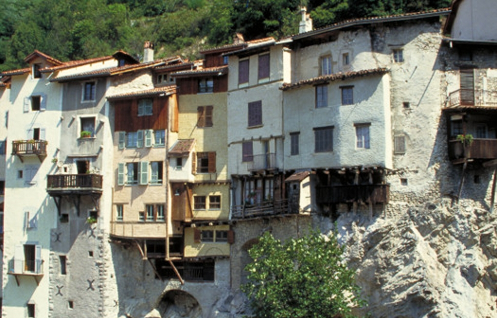 Pont-en-Royans au bord de la Bourne - Royans Vercors (38) � P. BlancAuvergne-Rh�ne-Alpes Tourisme