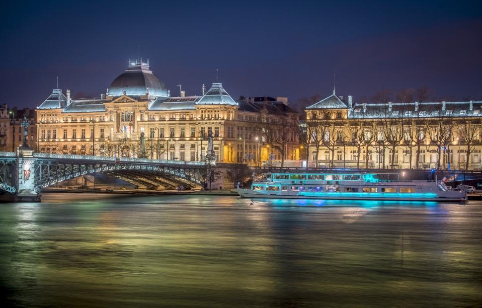 Quai Claude Bernard de nuit - Bateau Herm�s - Lyon City Boat