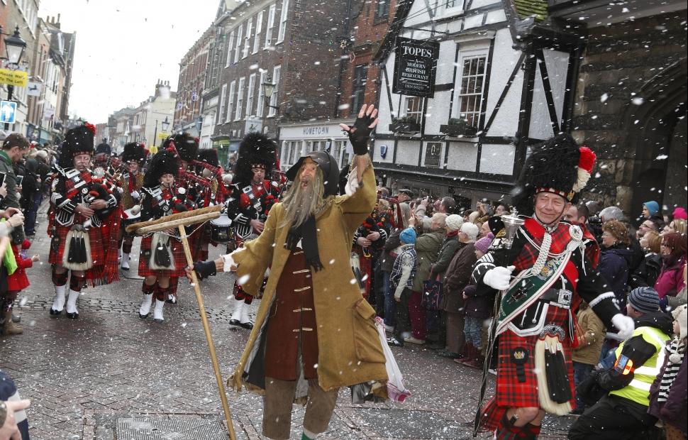 Rochester, March� de No�l (c) Medway council (1)