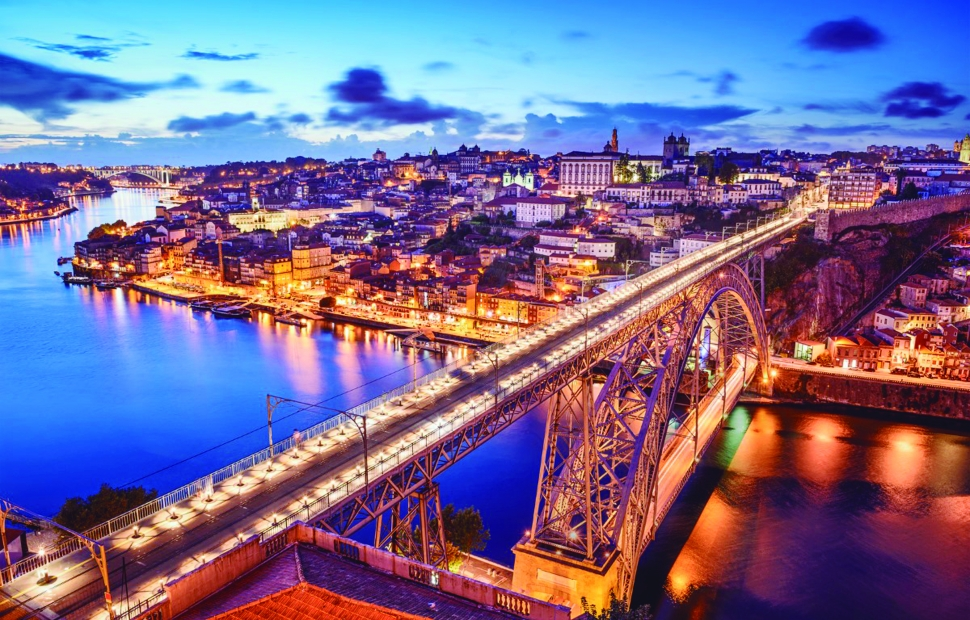Porto by night (c) Luisa Todi