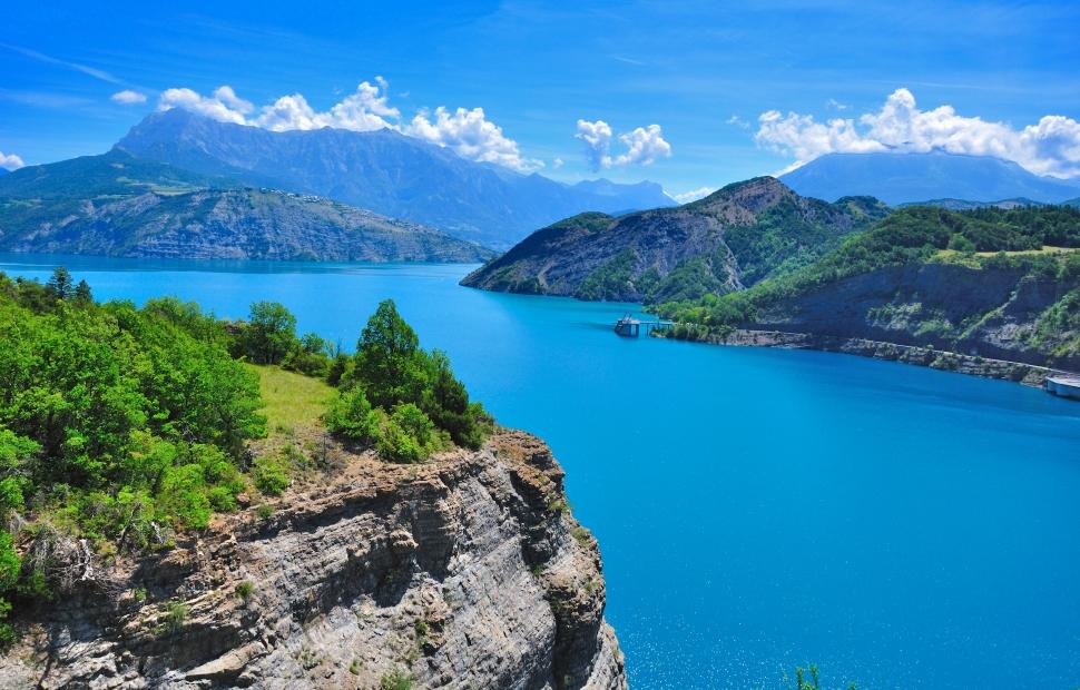 Lac de Serre-Pon�on (c) AdobeStock