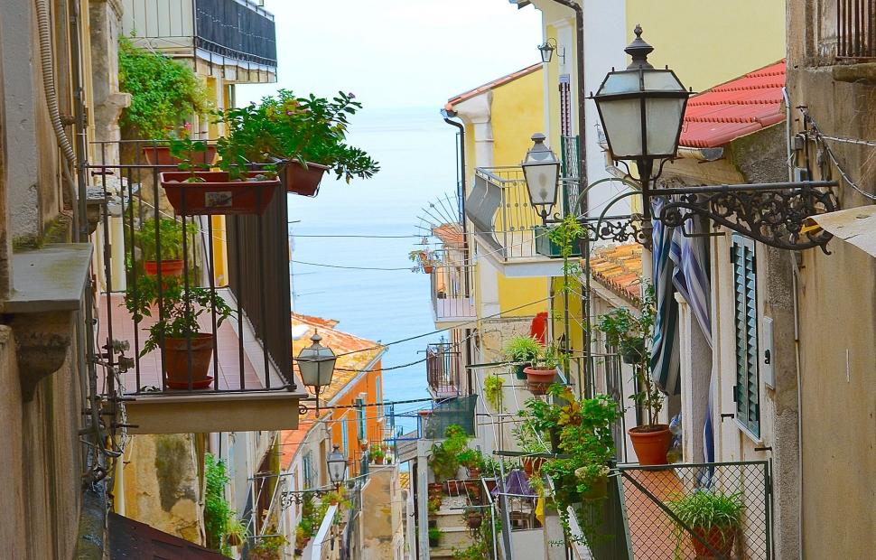 Naples ruelle �CroisiEurope