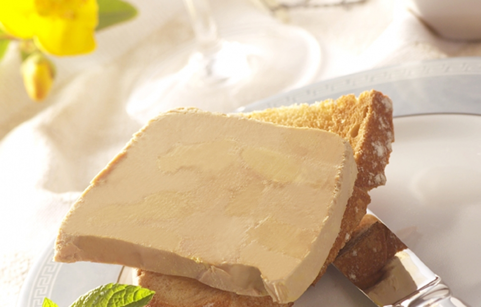Assiette Foie gras �PauPyr�n�esTourisme-Guilhamasse