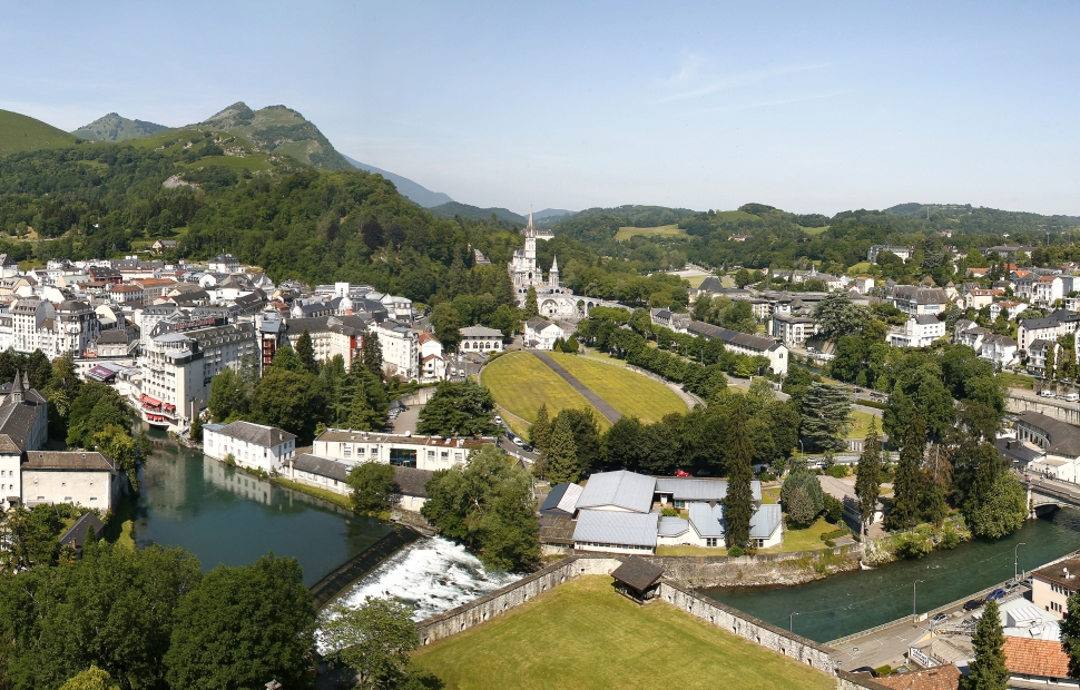 Panorama Ville Sanctuaires -�OT Lourdes Studio GP Photo