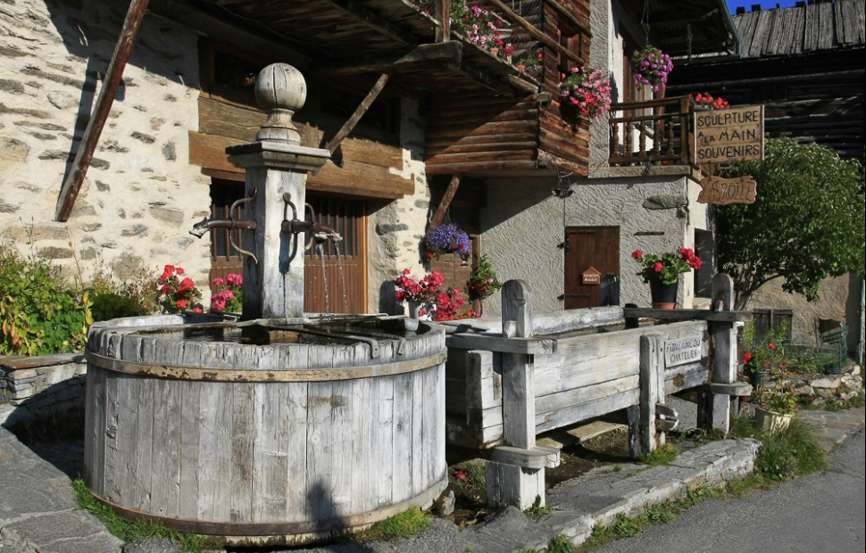 Fontaine de St-V�ran (c) AdobeStock