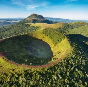 Auvergne, terre de volcans & de saveurs