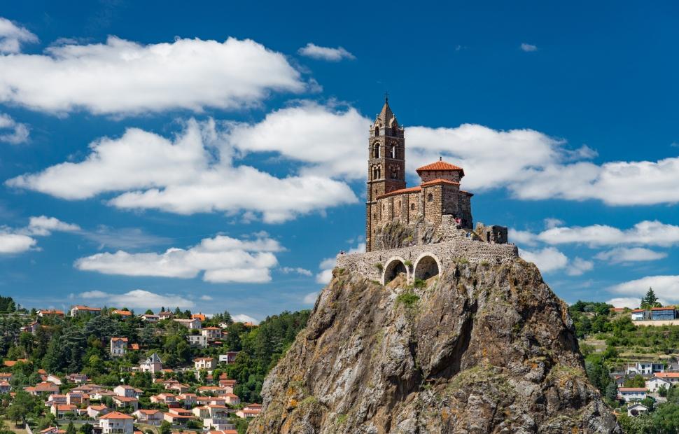 Le Puy-en-Velay, chapelle St-Michel (c) F. Cormon - Auvergne-Rh�ne-Alpes Tourisme