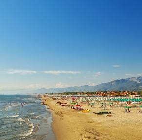 Farniente sur la côte de la Versilia, en Toscane