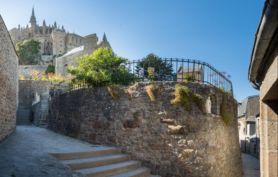 Ruelle du Mont-St-Michel (c) crtb-ad8996_BERTHIER-Emmanuel