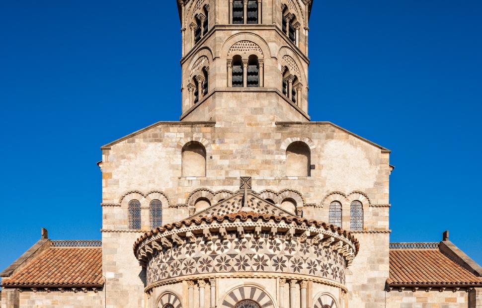 Clermont-Ferrand, N-D des Ports (c) A. Frich - Auvergne-Rh�ne-Alpes Tourisme