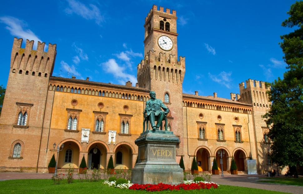 Busseto, piazza di Verdi � Lsantilli - Fotolia_34624322