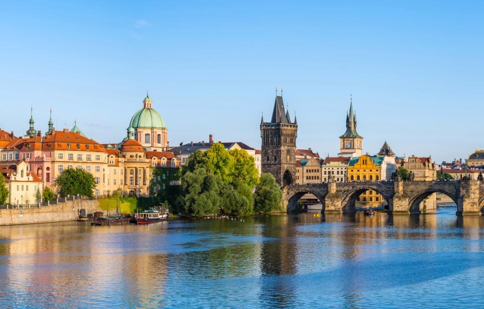 Prague, le pont Charles � Fotolia