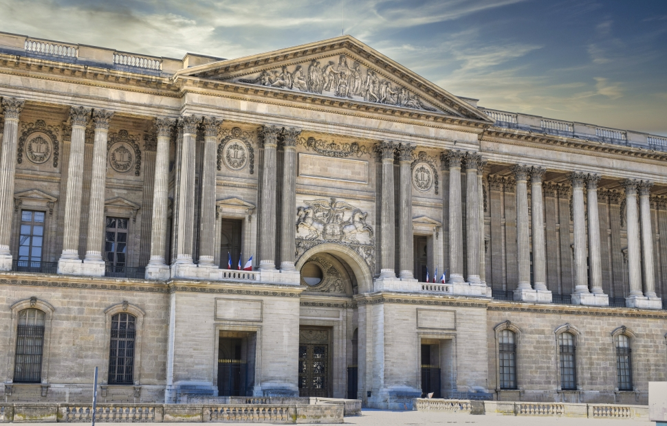 Paris, la colonnade du Louvre (c) AdobeStock