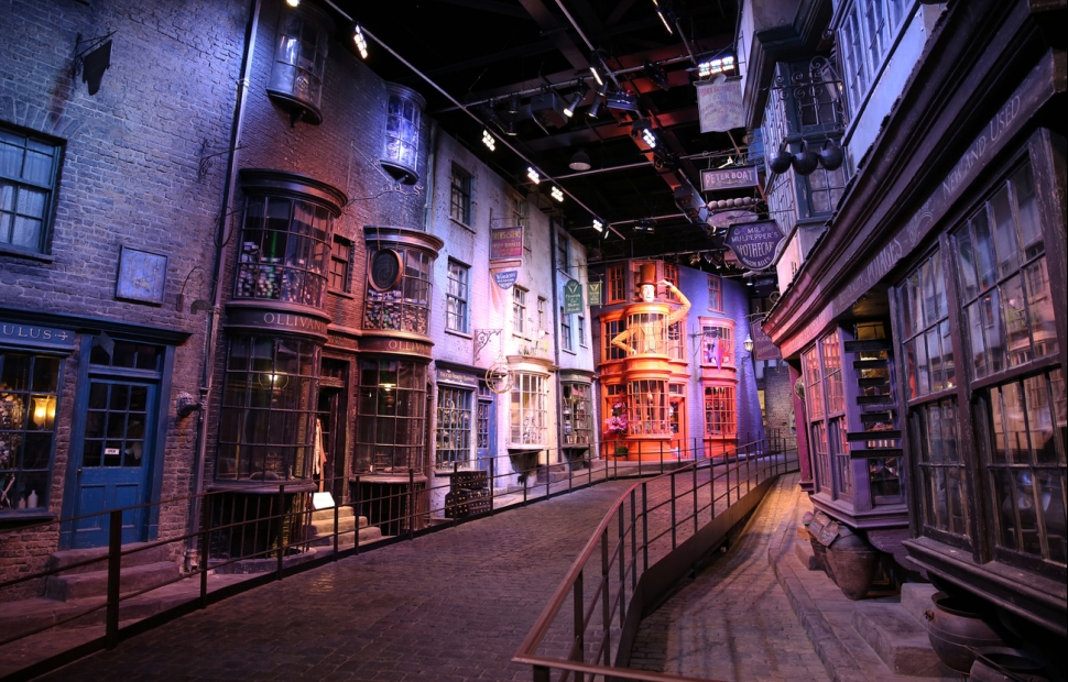 44A. BP Studio Warner Bros (c) Visit Britain images - Photographer Nizaad - VB34169309