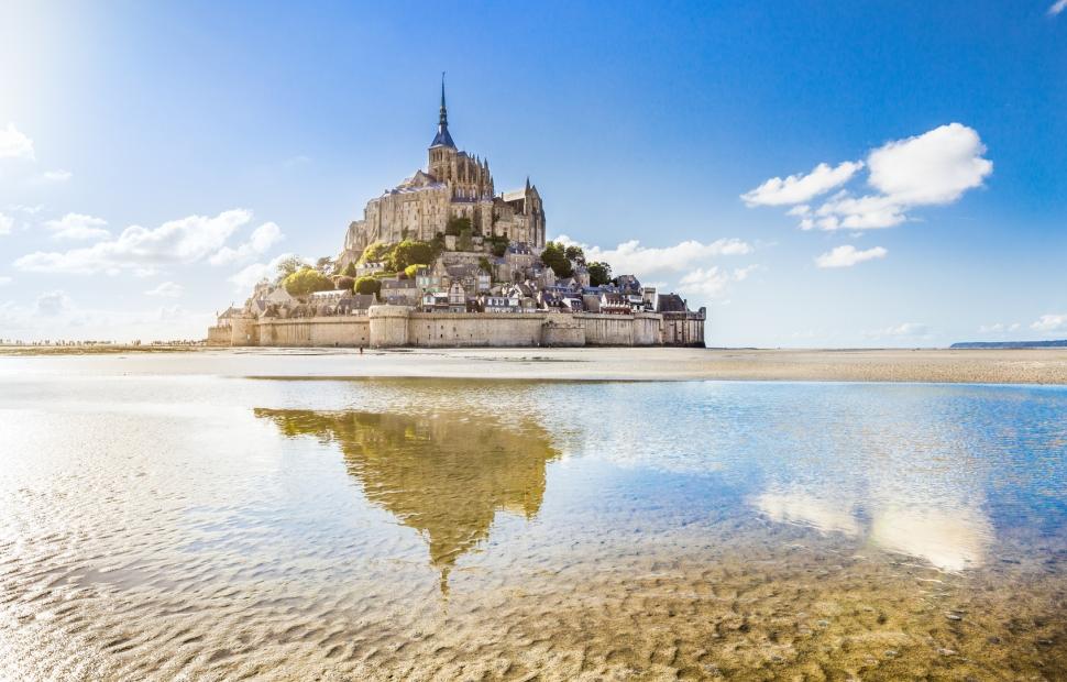 Mont-St-Michel � AdobeStock