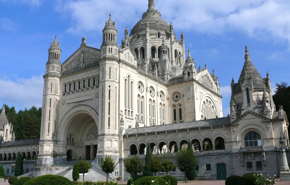 Lisieux, basilique (c) CALVADOS-TOURISME
