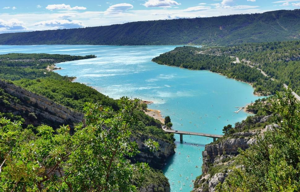 Les gorges du Verdon, le lac Ste-Croix �  Fotolia