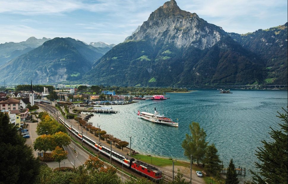 Glacier Express (c) SBBSwiss Travel System By-line swiss-image.chDominik BaurSwiss Travel System