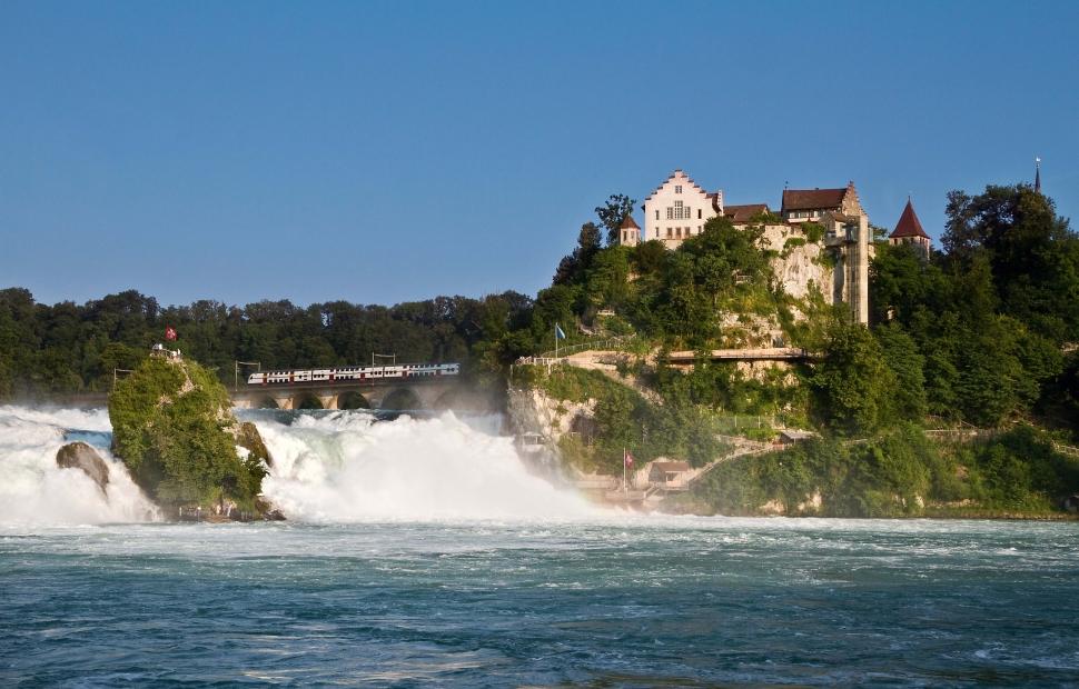Chutes du rhin et ch�teau Laufen(c) Switzerland Tourism By-Line swiss- image.ch Beat Mueller